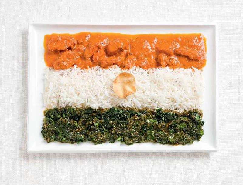 Curry de poulet, palak paneer, riz et papadum - INDE